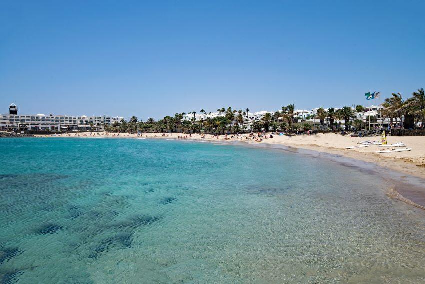 Preiosas aguas de la Costa Teguise, Lanzarote, por Marca Canaria
