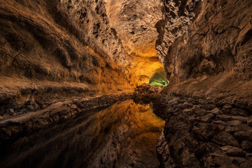 preciosa imagen de la Cueva de los Verdes, en Lanzarote, por Marca Canaria