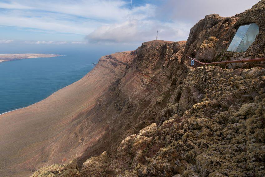 Imagen panorámica del Mirador del Río, en Lanzarote, por Marca Canaria