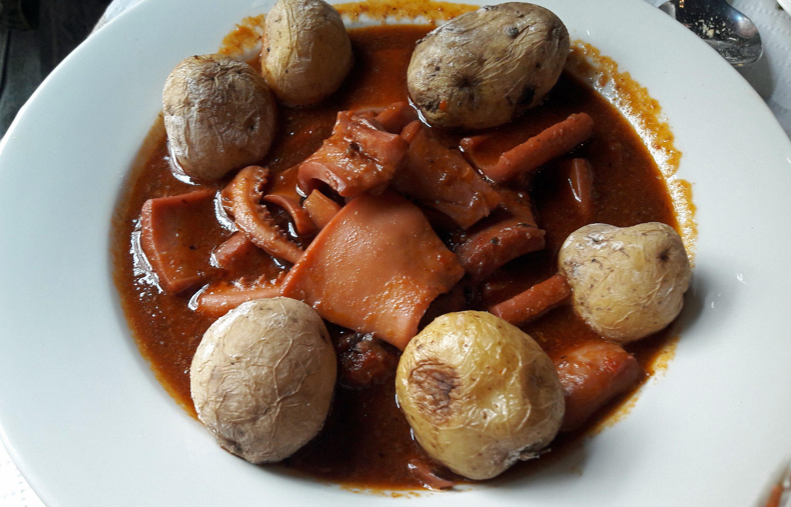 Las potas en salsa, plato muy canario